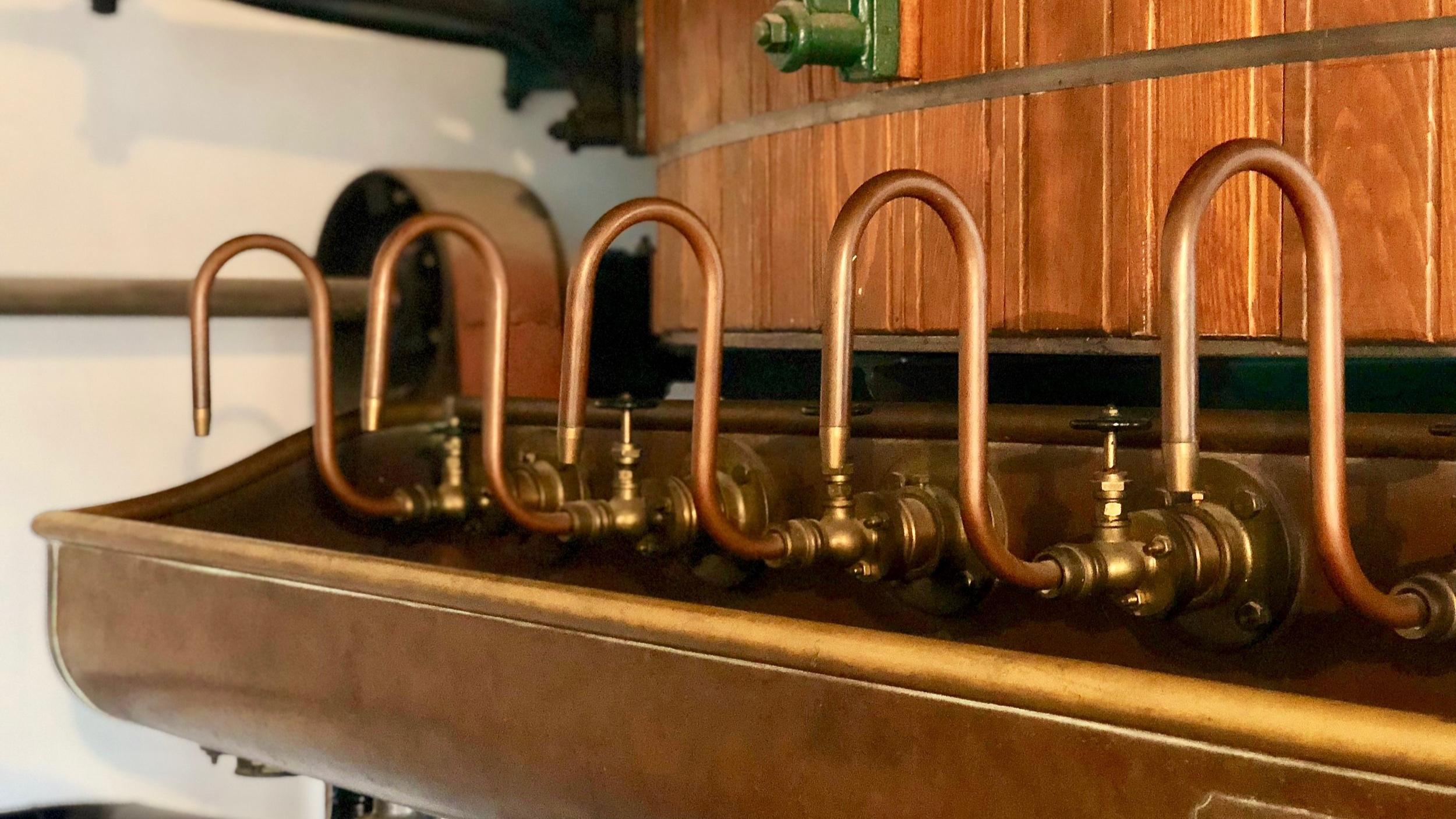 Pivo za Rakousko-Uherska - - prohlídka historické části pivovaru (stará kotelna, strojovna a zrekonstruovaná historická varna, místo natáčení slavné koupací scény z filmu Postřižiny), historie Dalešického pivovaru, parostrojní výroba piva- délka prohlídky cca 20 - 25 minut, počet osob min. 5 – max. 20Vstupné: dospěláci 60,-děti do 6 let, držitelé průkazu ZTP/P: zdarmaděti 6 - 15 let + studenti: 30 Kč/os.