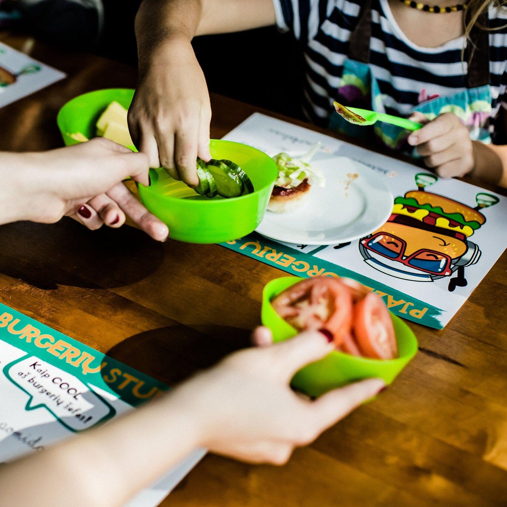 Receptų Istorijos - Kol kepinukai keps, mūsų Virtuvės Šefė bendraus su mažaisiais herojais. Papasakos įdomių maisto gaminimo istorijų ir receptų