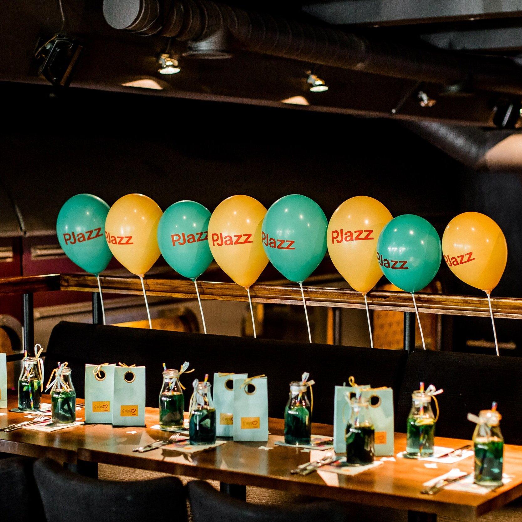 10 Naminių Limonadų - Prie Šventinio torto patieksime Specialųjį PJazz Limonadą, dekoruotuose buteliukuose