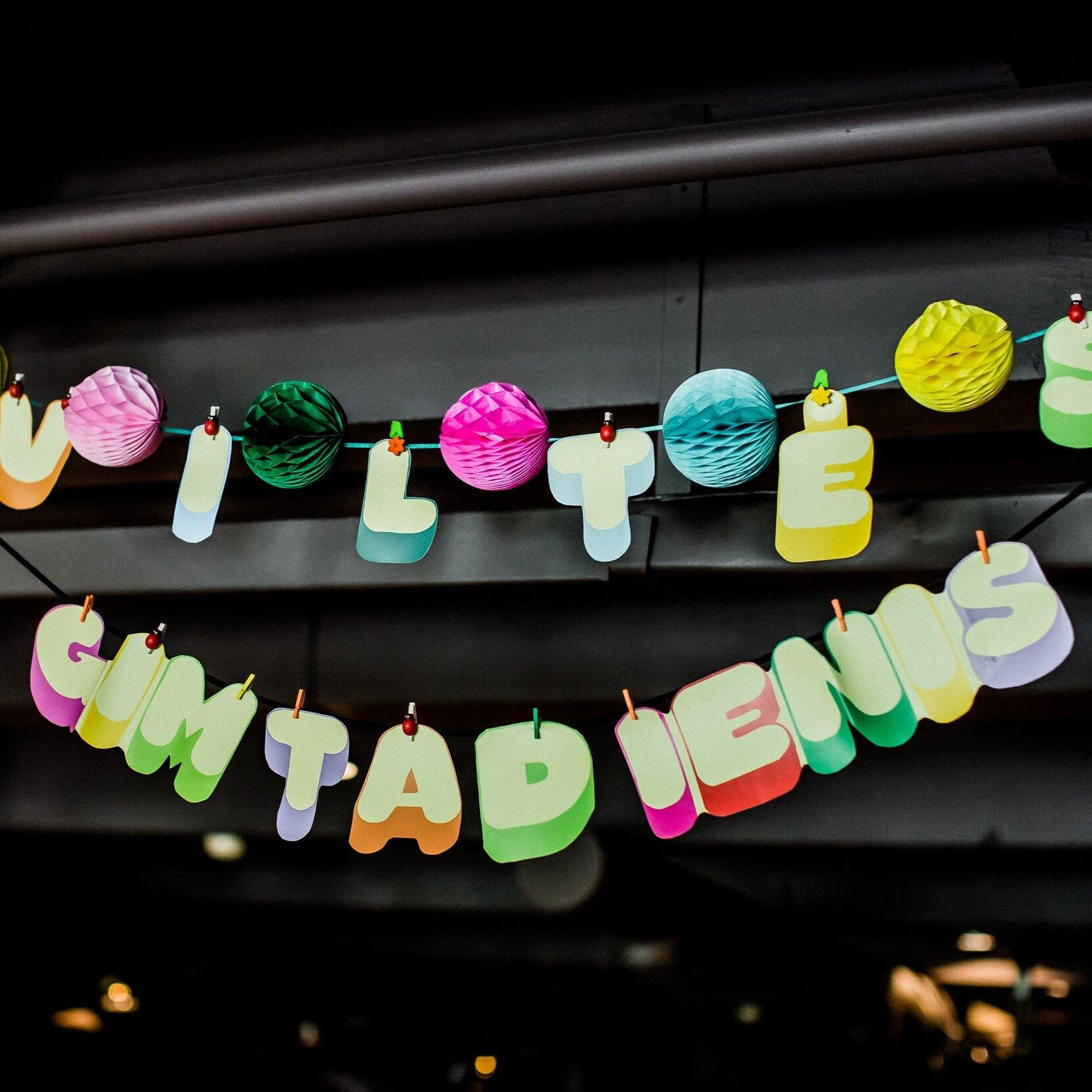 Šventinio Stalo ir Erdvės Puošyba - Padekoruosime Šventės vietą Balionais, Girliandomis, Vėliavėlėmis bei tortą Žvakutėmis