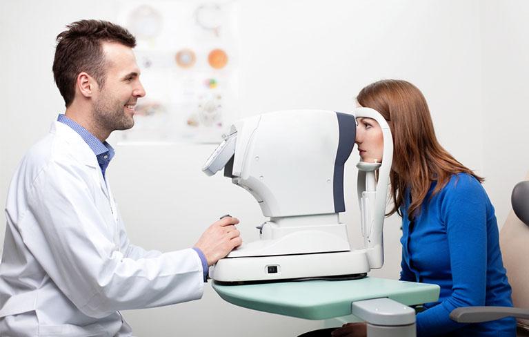 laser_eye_surgeon.jpg