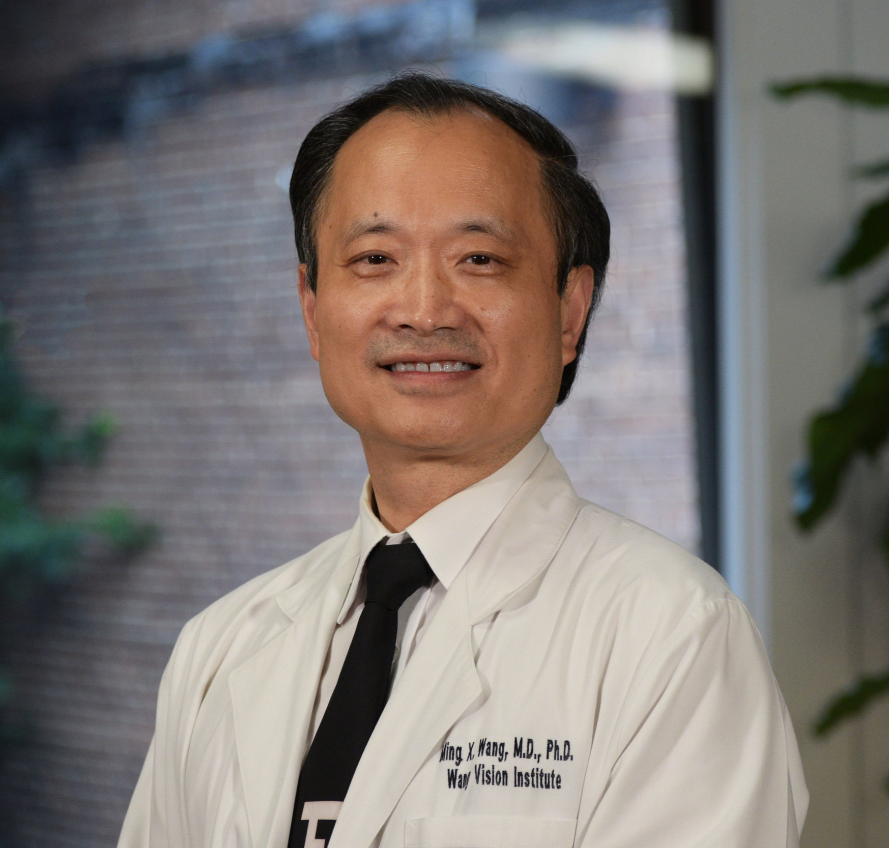 Meet Our Medical AdvisorDr. Ming Wang - Dr. Wang Harvard & MIT (MD, magna cum laude); PhD (laser physics) is one of the leading refractive surgeons in the US. As a board certified ophthalmologist, Dr. Wang is one of the few laser cataract and laser LASIK surgeons with a PhD in laser physics.