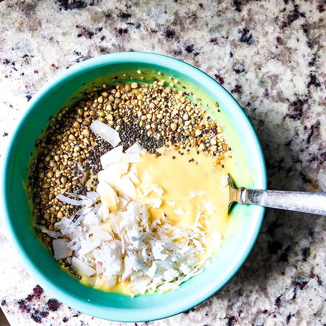Easy summer lunches are my jam & this smoothie bowl did NOT disappoint!  Ingredients: 1/2 cup Greek yogurt 1/2 cup @oatly oatmilk  1 cup frozen mango chunks ~blend~ Top with: @traderjoes super seed & ancient grain blend Coconut flakes Chia seeds  LAST STEP DEVOUR 😂 Happy Monday everyone!! #livejoyful