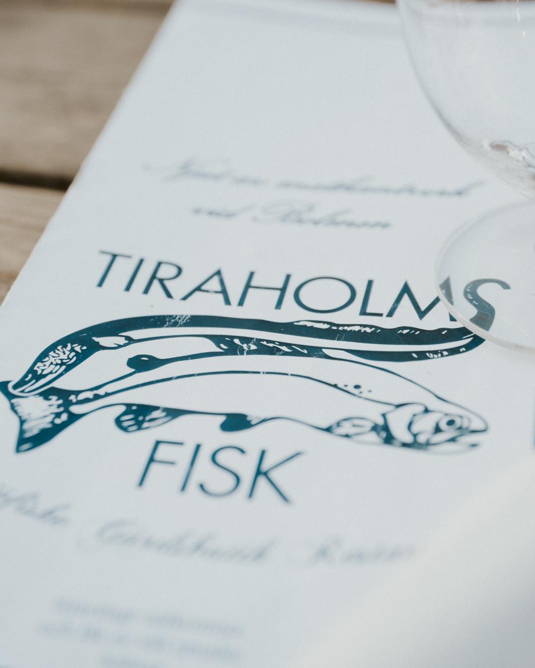 Här serveras lokalt fångad gös, gädda, regnbåge, ål och lake.