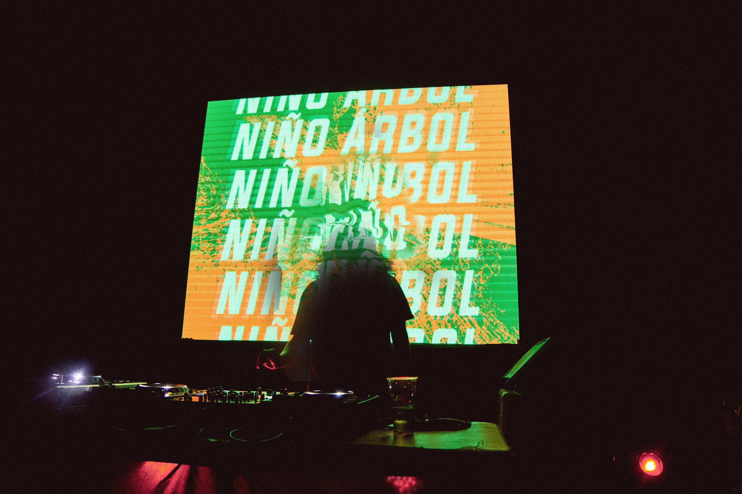 23_Niño Arbol 01.jpg