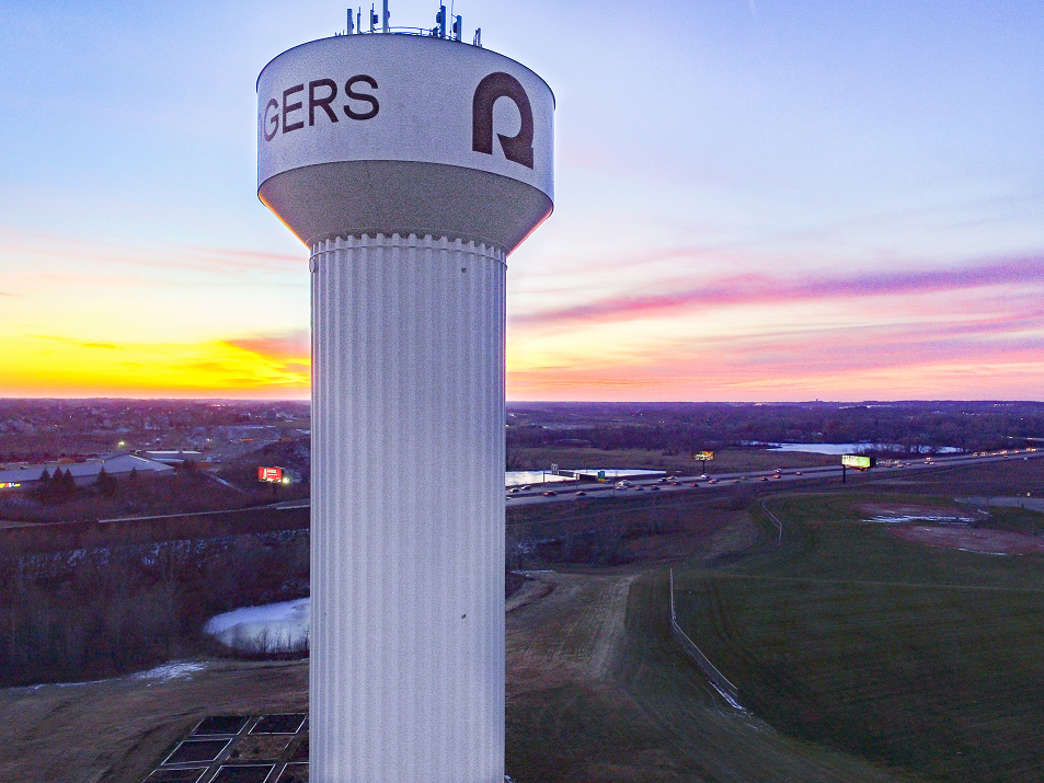 Picture of Rogers water tower next to I-94