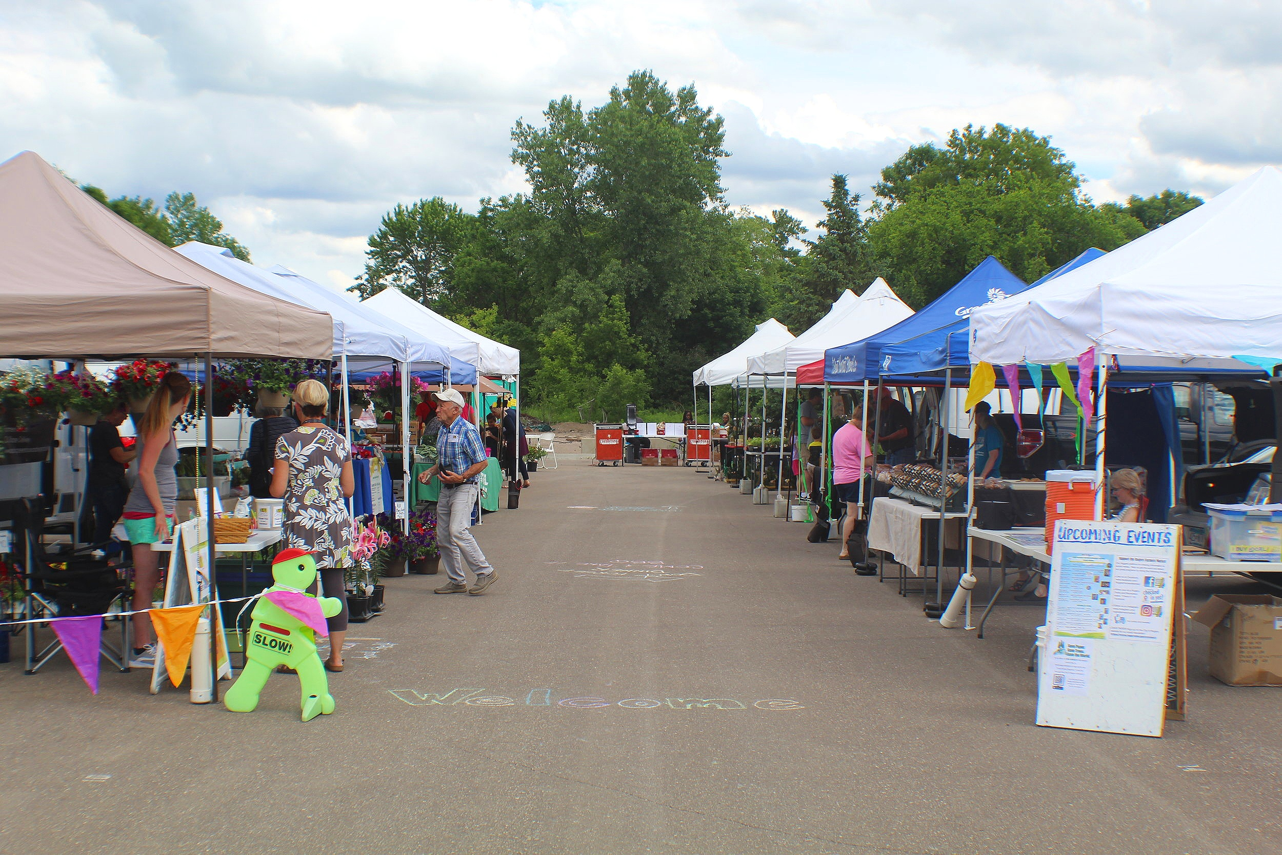 Picture of vendors at Rogers Farmers Market