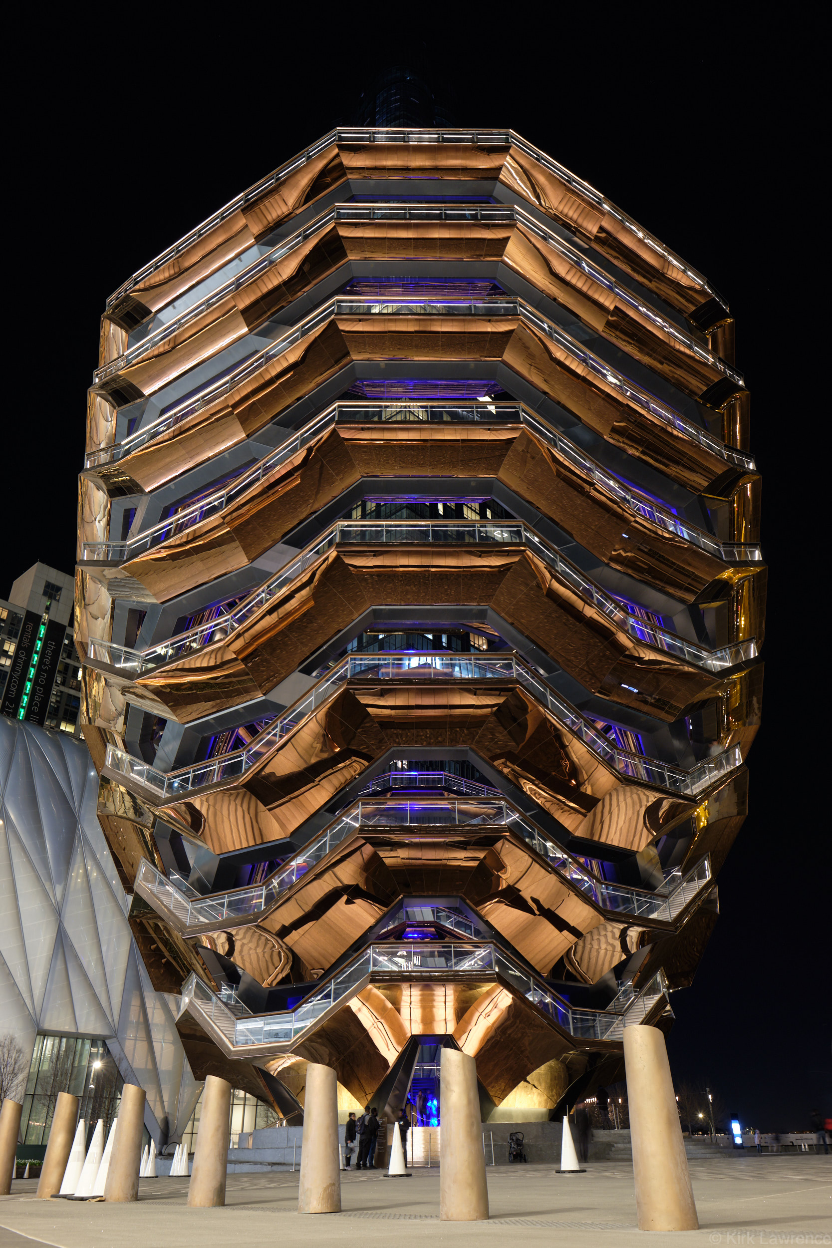 Hudson_Yards_Vessel_nighttime.jpg