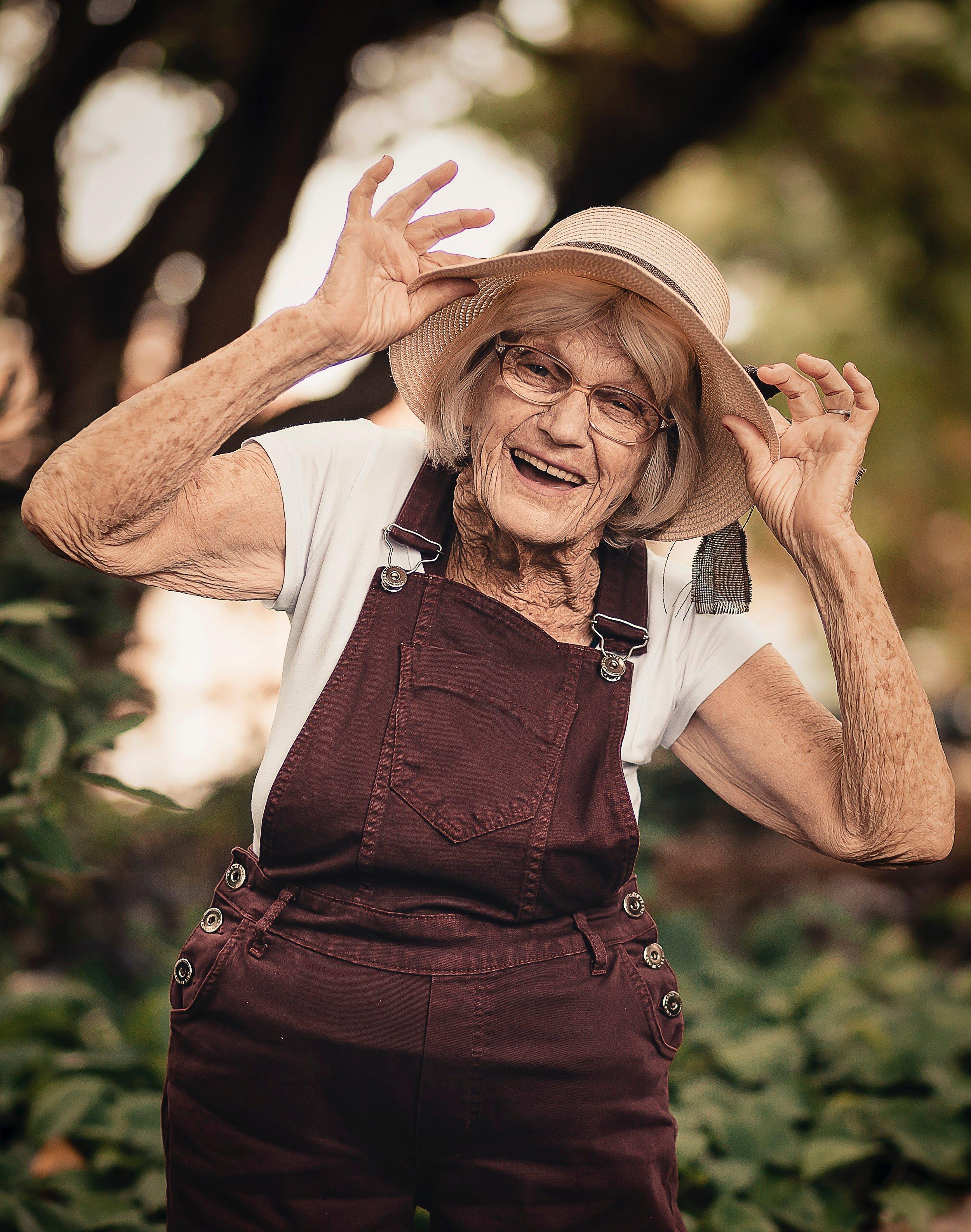 elder-elderly-facial-expression-2050976.jpg