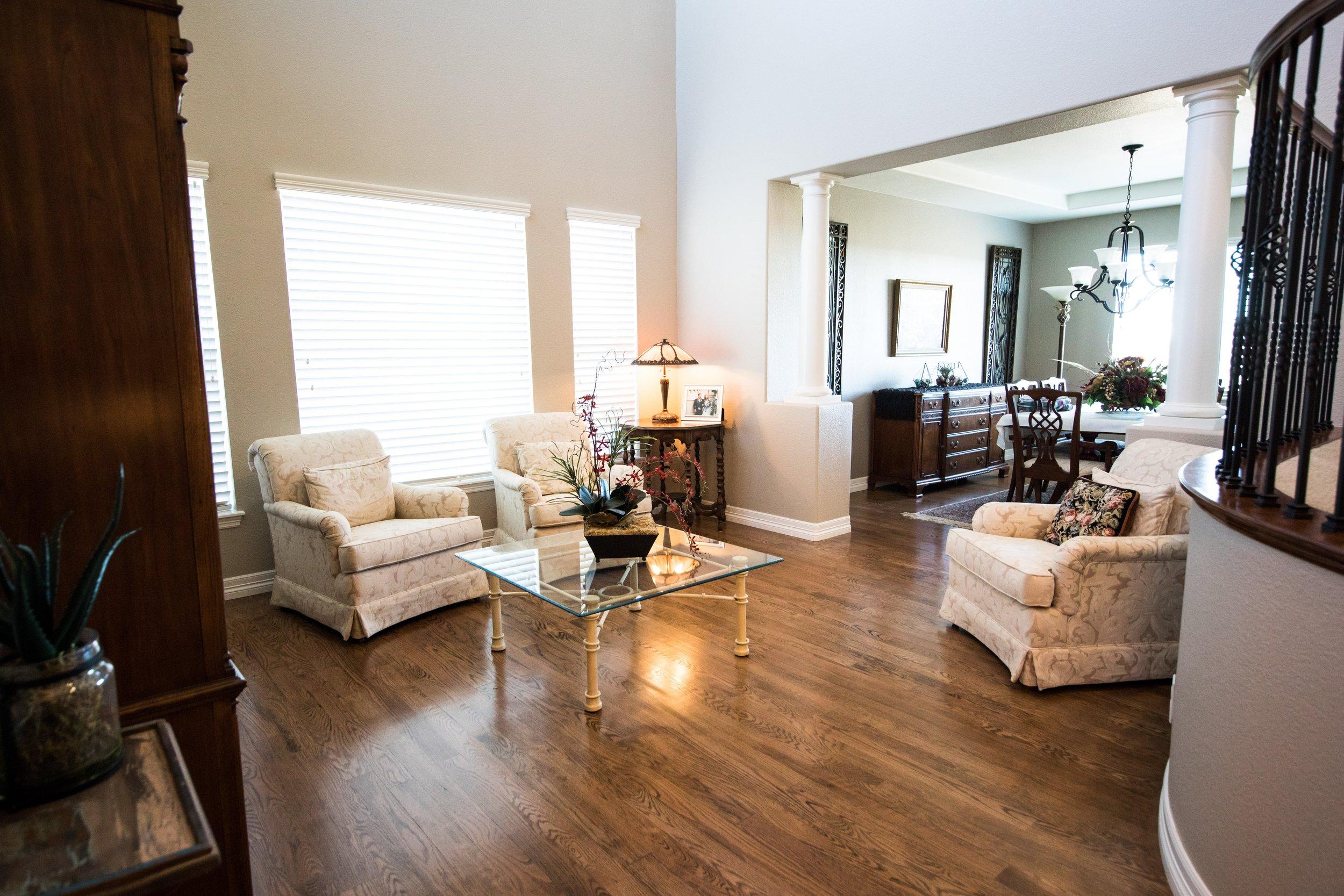 apartment-center-table-chair-2121120.jpg