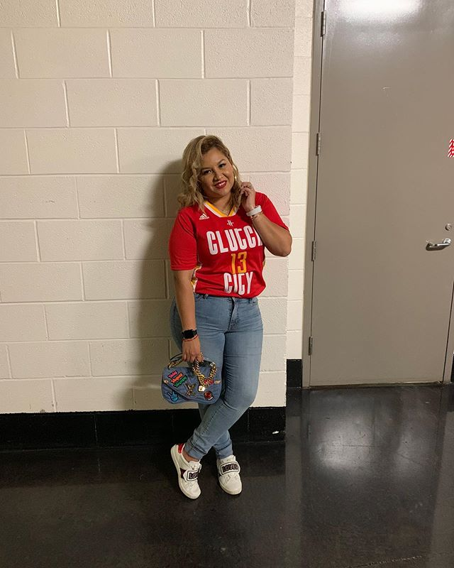 Missing my basketball nights! 😩 • • • #rockets #red #houston #htx #texas #ootd #lotd #ootn #lotn #sports #sportsfanatic #jamesharden #style #fashion #lifestyle #blogger #blog #happy #thecity #outandabout #beauty #instagood #picoftheday lifestyleblogger #denim #chic