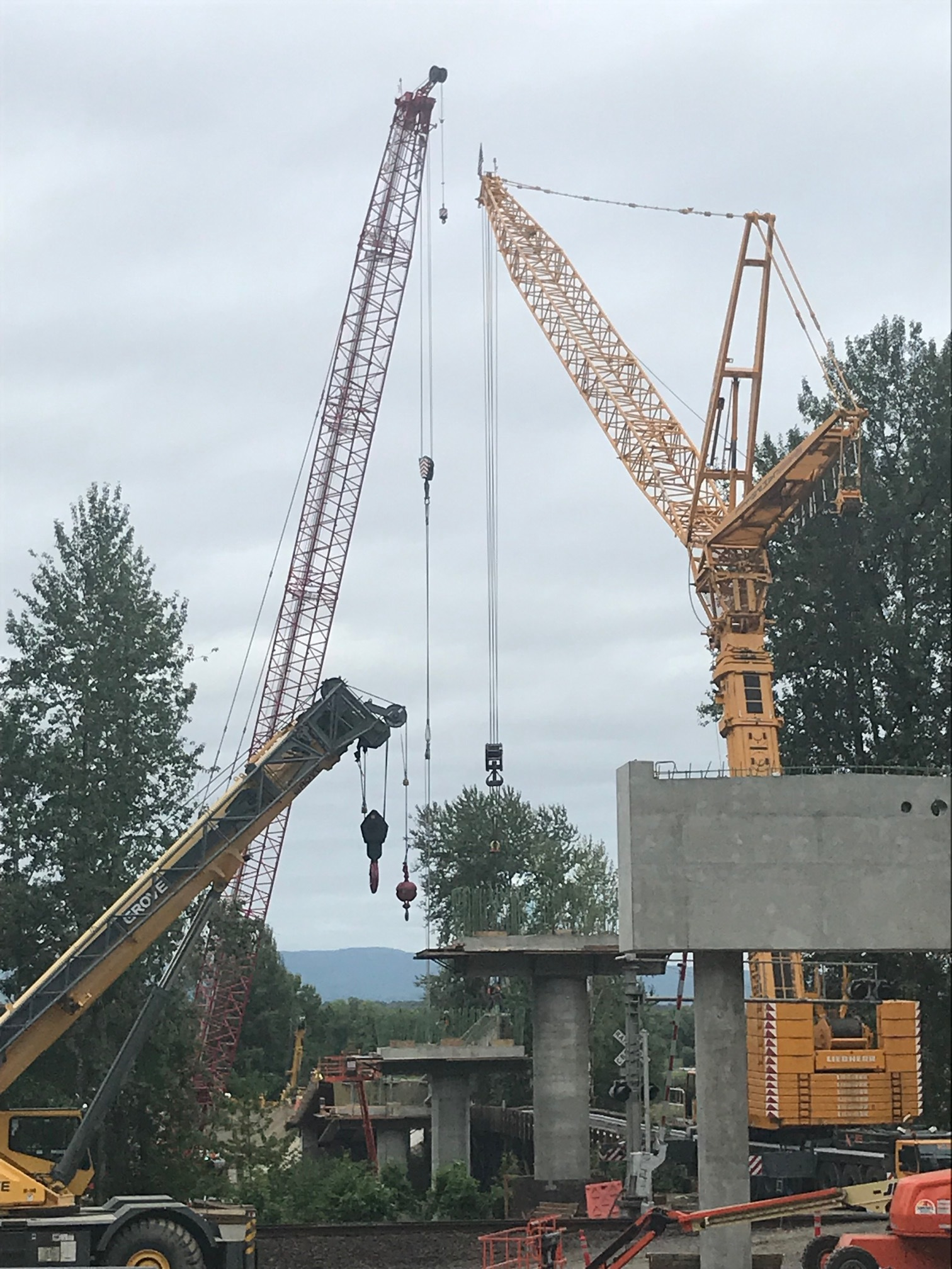 600 Ton Crane (Yellow)