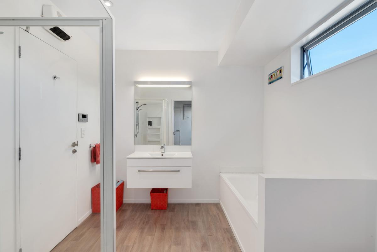 9_Colesbury_Bathroom.jpg