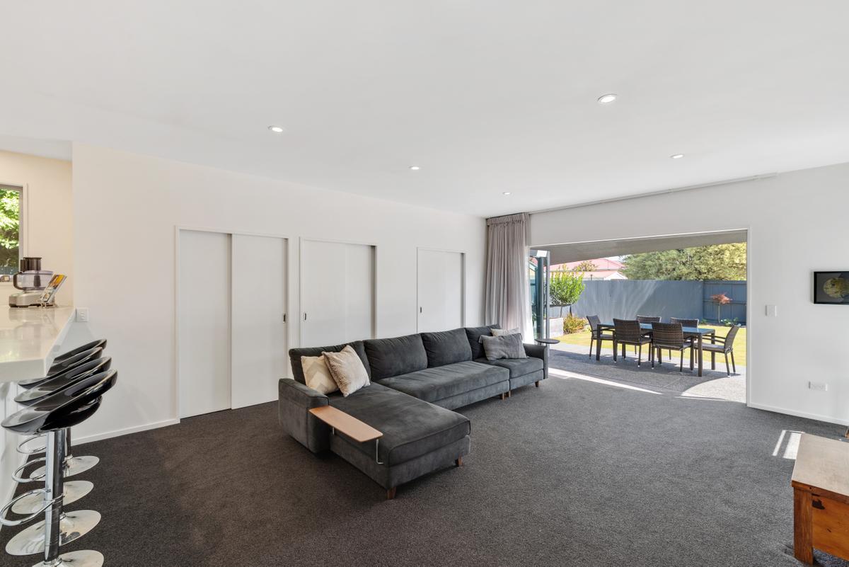 16_Colesbury_Family_room.jpg