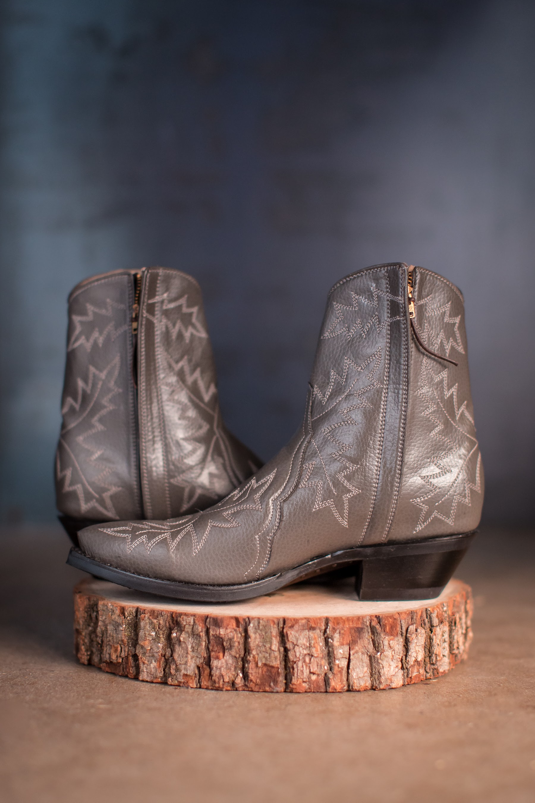 Photography by Lindsey Miller-KatBoots6boots-Fall-21. Photo credit to  https://www.lindseymillerphoto.com .
