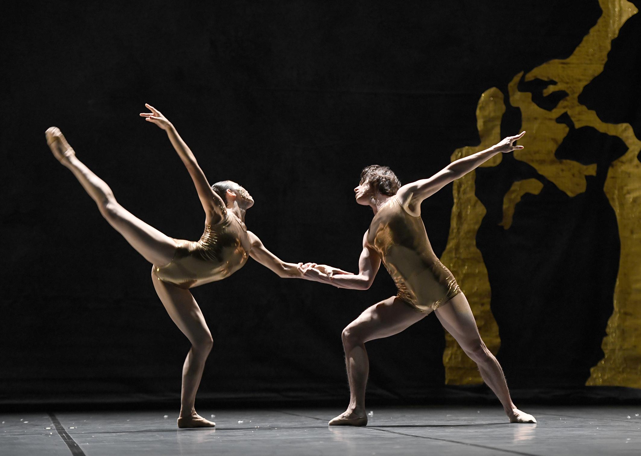 Photo Credits:  KINTSUKUROI - for Ballett Dortmund  Choreography : Wubkje Kuindersma  Photographer: Bettine Stoß  Dancers Ballett Dortmund : Sae Tamura, Javier Aleman