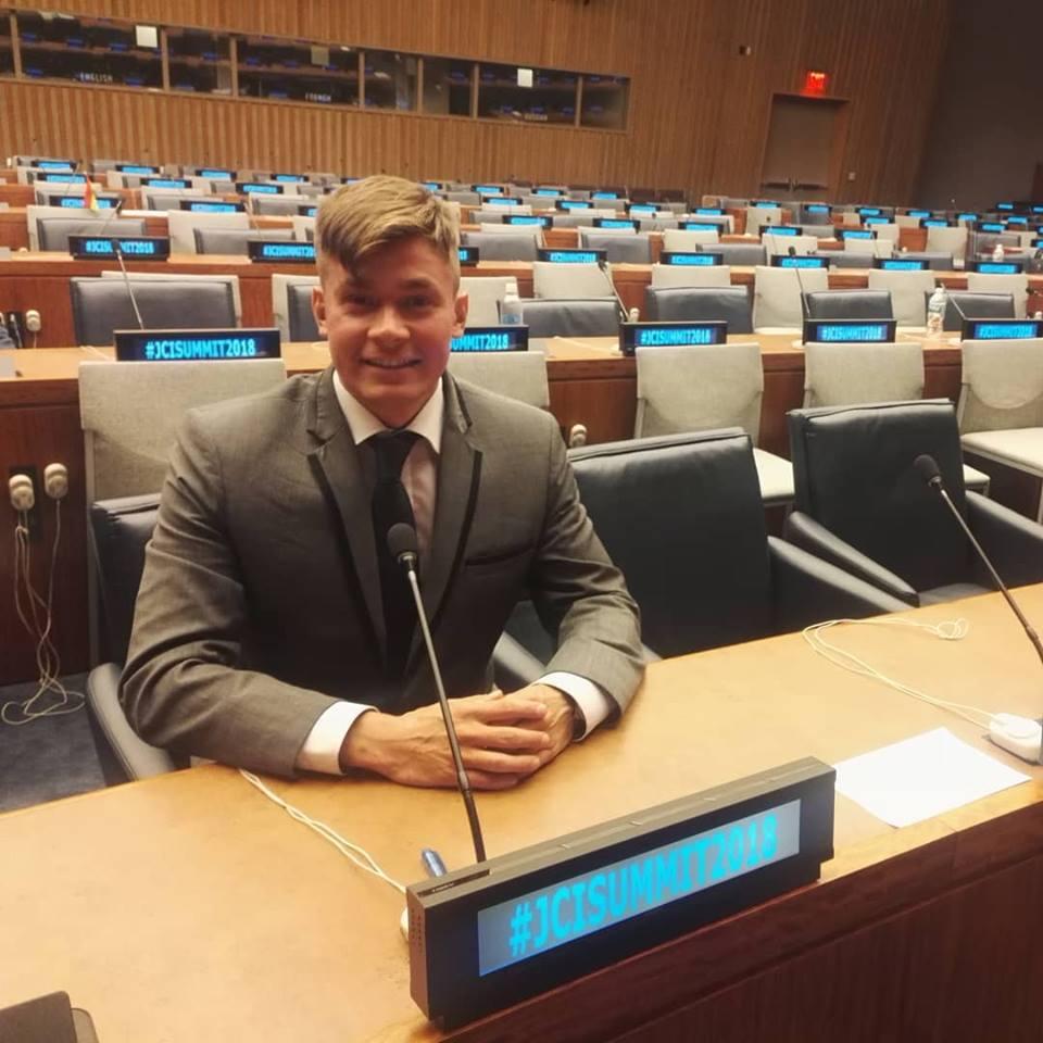 Delegaattina YK:n päämajassa New Yorkin Manhattanilla.