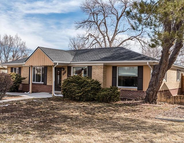 Another successful closing! Three in three days. Happy we found this Park Hill 4 bedroom gem for our great client.  #parkhilldenver #reinventrealestate #denverrealestate #denvercolorado #sellinghouses #thegreat80238 #tjcrealestate