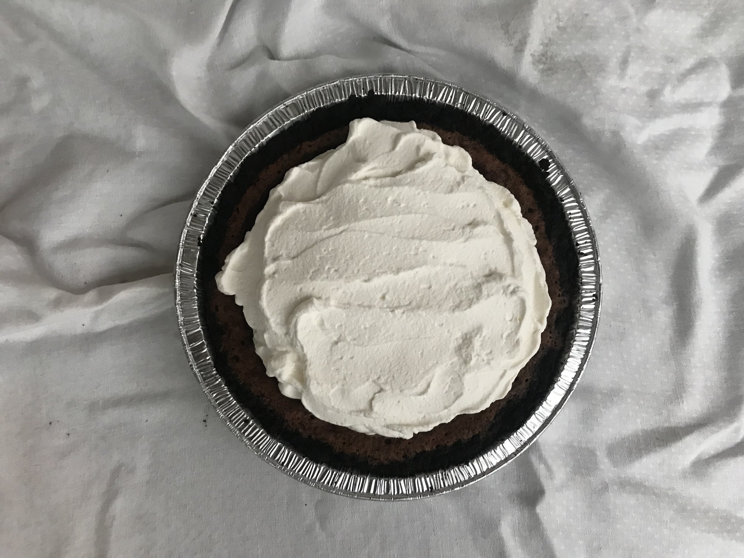 Classic mud pie (Oreo crust + brownie like filling + whipped cream)