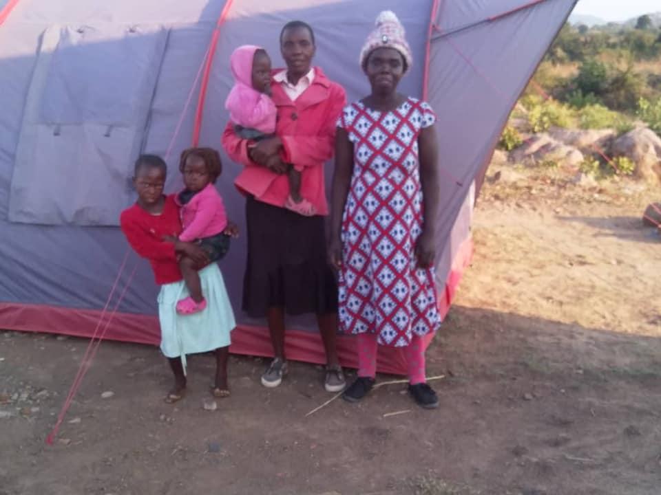 Durch eure Spenden und den Kauf der Zelte sind die Menschen vor Ort nicht mehr obdachlos