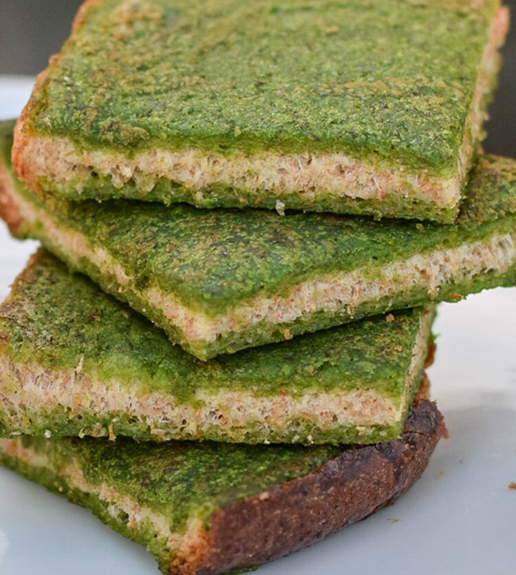 Spinach and Lentil Dip Toast Bites