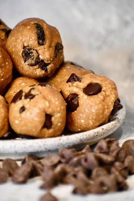 No Bake Healthy Peanut Butter Chocolate Chip Cookies