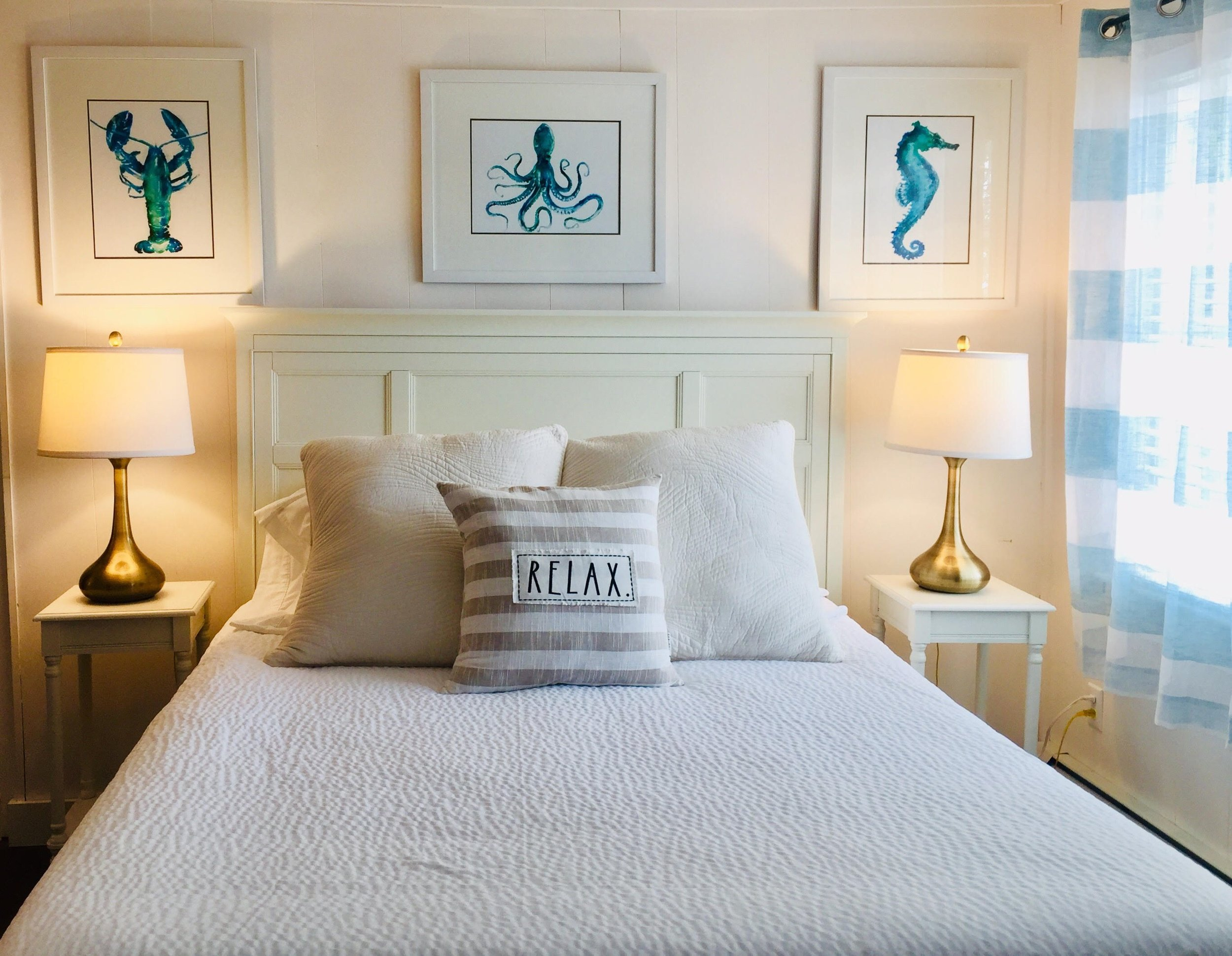 Quivett Room - The cozy Quivett Room has a queen bed, full size sofa-bed, microwave, fridge and a private bathroom. It overlooks the gardens and patios giving it the feel of your typical Cape Cod home surrounded by a beautiful landscape.