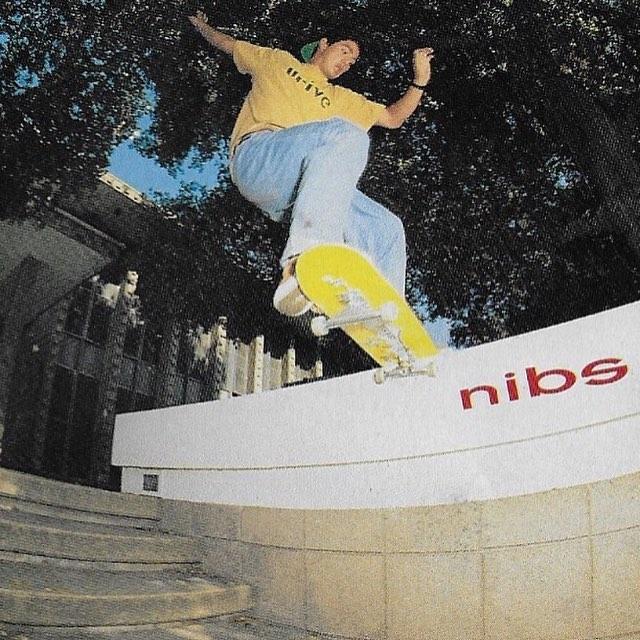 New Deal Skateboards Autocollant pour skateboard Jaune soleil 10 cm x 8,5 cm