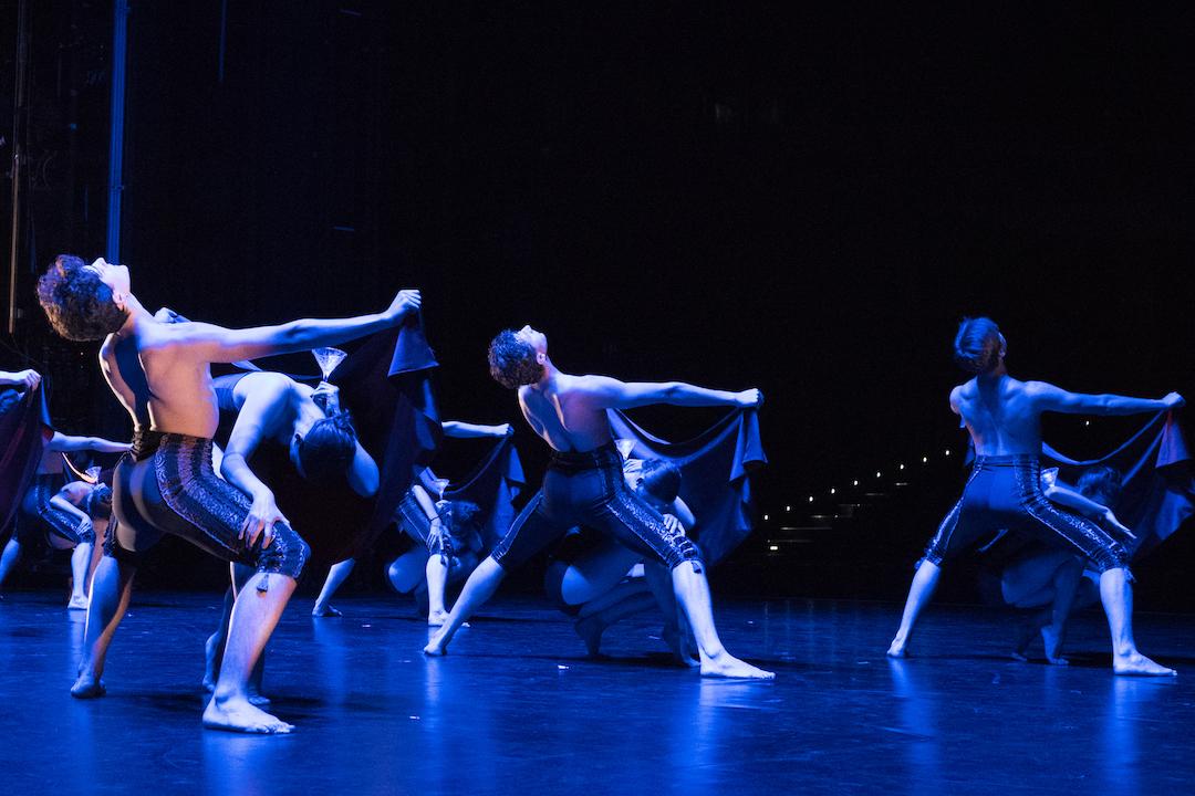 Mitglieder des Bayerischen Junior Balletts München auf der Volksbühne Berlin