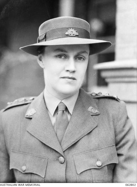Nora Heysen in uniform, 1943.