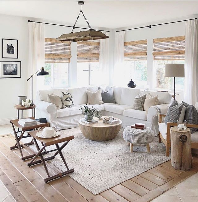 A little dose of living room neutrals to set your Monday off right. ⠀⠀⠀⠀⠀⠀⠀⠀⠀ Brought to you by @urbangrayhome