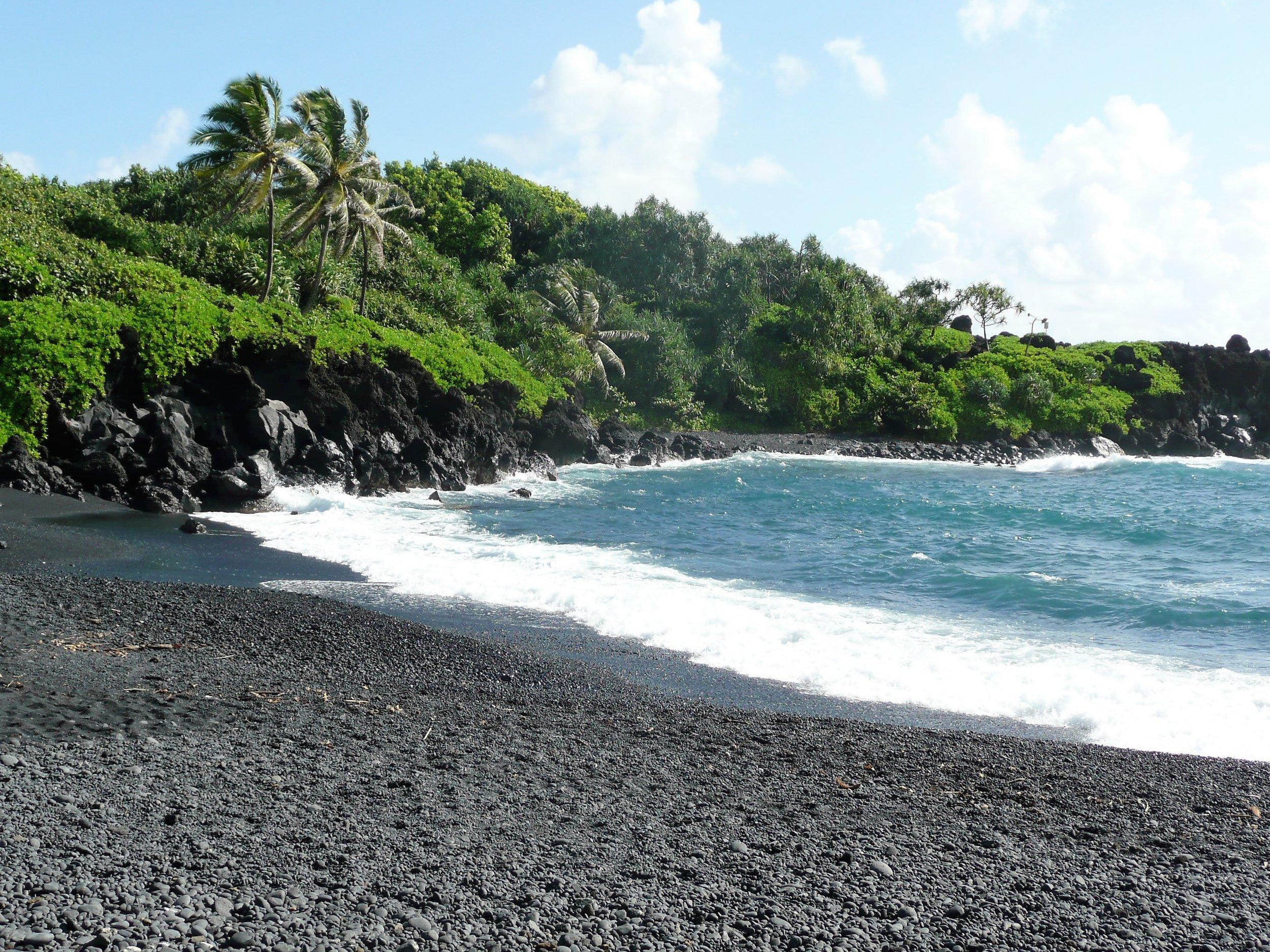 Black Sand Beach - the road to Hana - Maui