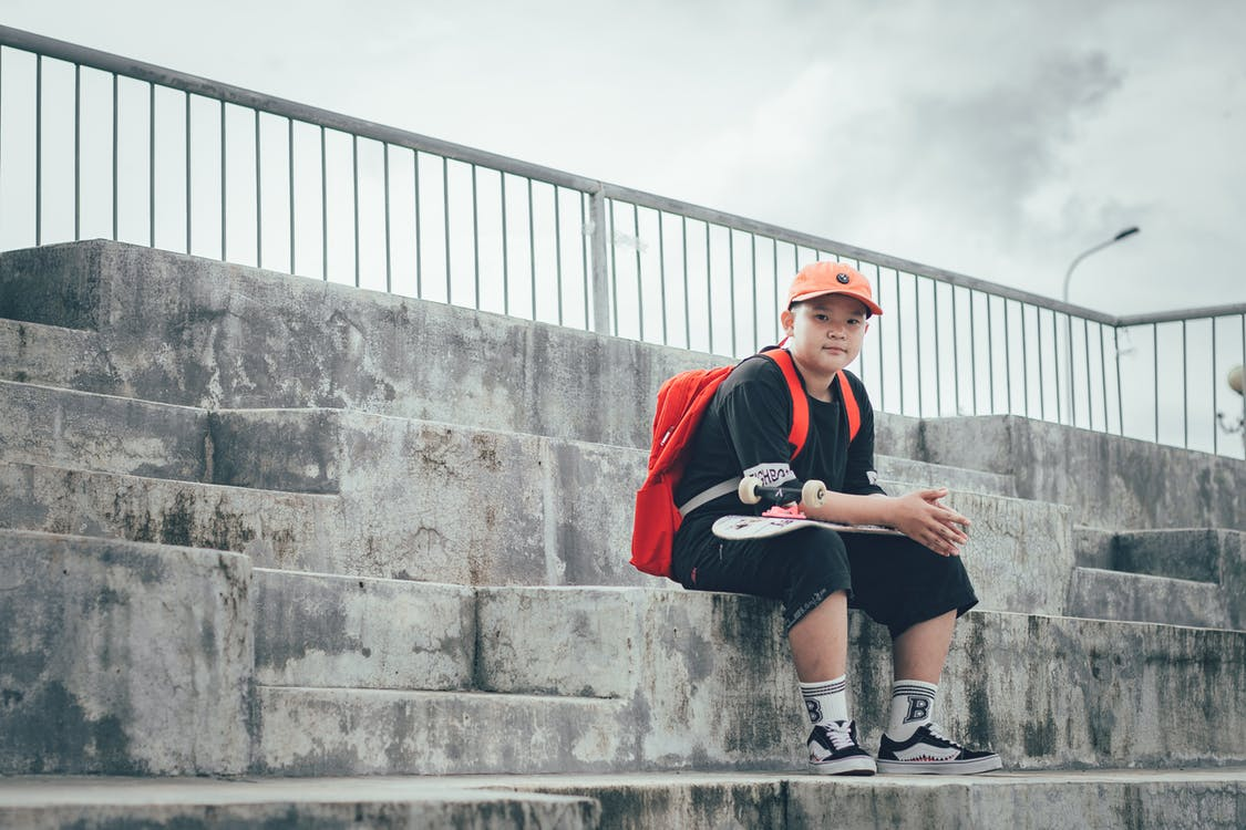 Kindernöte e.V. Köln-Chorweiler - Kümmern sich um Kinder in Chorweiler, in dem kinderreichsten Stadtteil Kölns, einem manchmal schwierigen, zugleich aber vielfältigen und liebenswerten Viertel. Ziel der Arbeit ist es, Kindern den Rücke n zu stärken, ihnen erwachsene Vorbilder und Partner zu Seite zu stellen und ihnen beizubringen, mit Problemen und Krisen umzugehen.Im Projekt Lernen und Spielen auf der Straße können Kinder zwischen 6 und 13 Jahren Ihren oft schwierigen Alltag vergessen und einfach nur Kind sein. Sie bekommen hier einen verlässlichen und dauerhaften Schutzraum innerhalb einer Gruppe Gleichaltriger. Hier finden sie Freunde, können ihre Fähigkeiten und Ressourcen einbringen und Verantwortung übernehmen. Spielerisch erfahren und lernen die Kinder Toleranz, Rücksichtnahme und Teamarbeit sowie die Auseinandersetzung mit Menschen aus andern Kulturen und Ländern. Auch junge Familien bekommen hier Unterstützung.