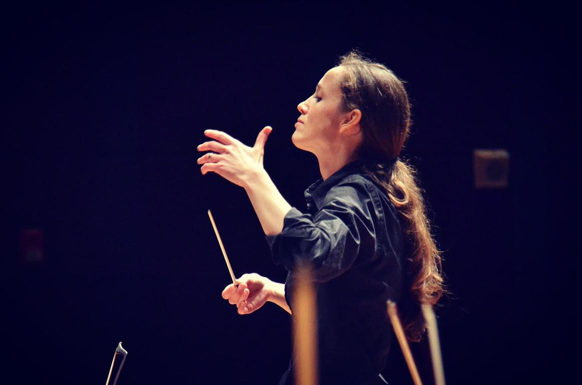 Jessica Cottis (c) Timothy Jeffes and Sydney Symphony