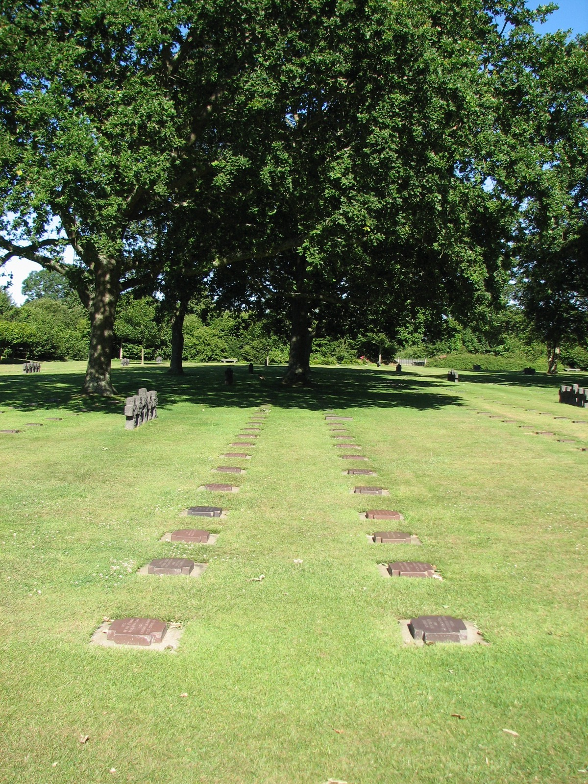 The German graves - 2 fallen in each