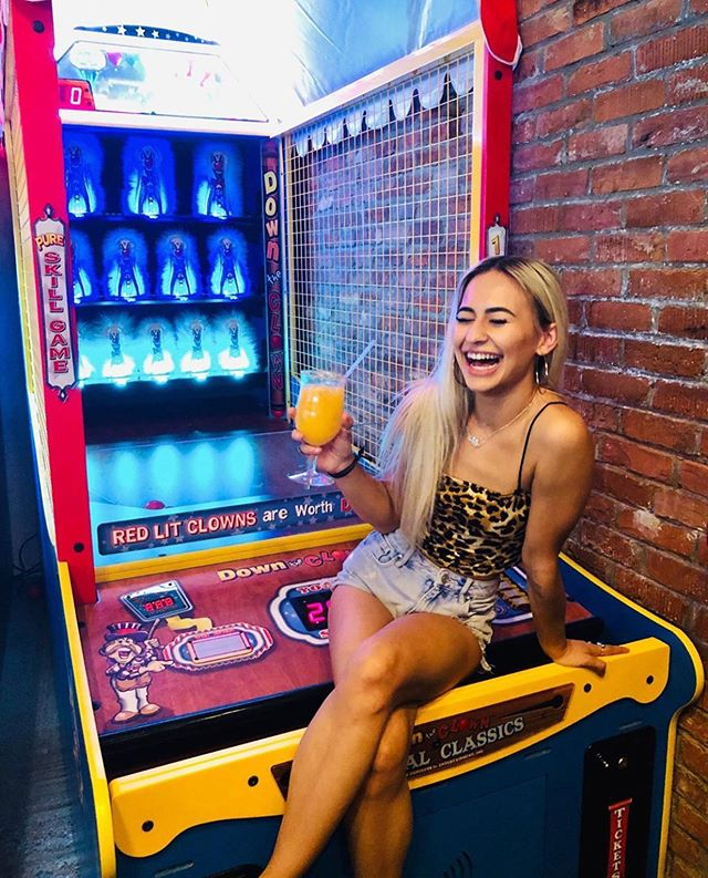 That Friday feeling 🤩 FREE play on all games & $4 Pootie Tangs every Friday 3-7pm. @starmarz @johnny_heartless @djdecipha on the turntables all night 📷: @kaylakirkendallxx • • • • • #thehotchickaz #thehotchick #scottsdaleeats #absolutelyscottsdale #arizonagram #arizonafood #igarizona #azfoodblogger #azfoodie #azfoodies #azfood #azfoodandwine #scottsdaleblogger #scottsdalefoodie #phoenixfoodie #phoenixfood #phoenixfoodculture #phoenixeats #phoenixblogger #myphx #visitphoenix