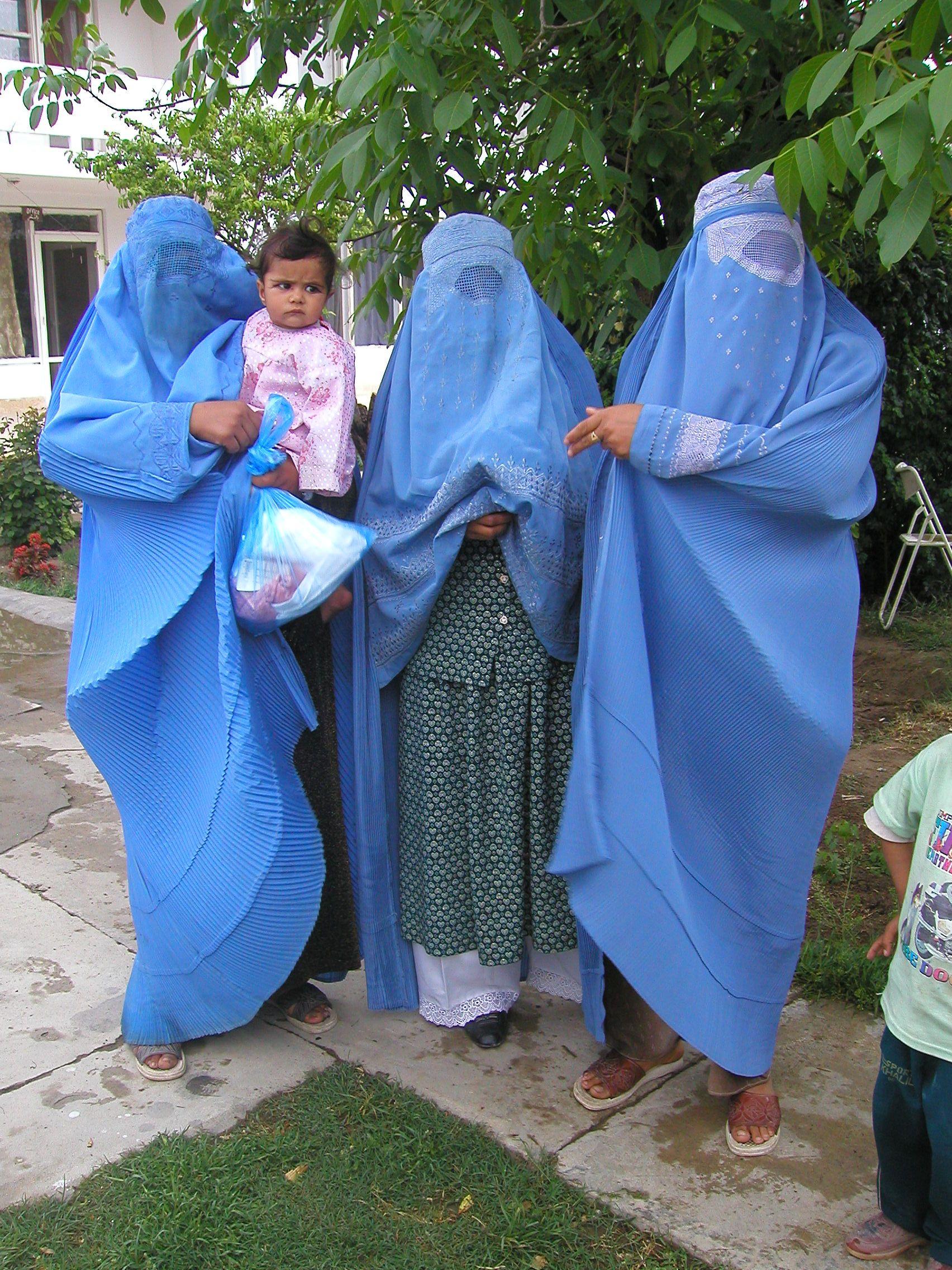 burka ladies.JPG