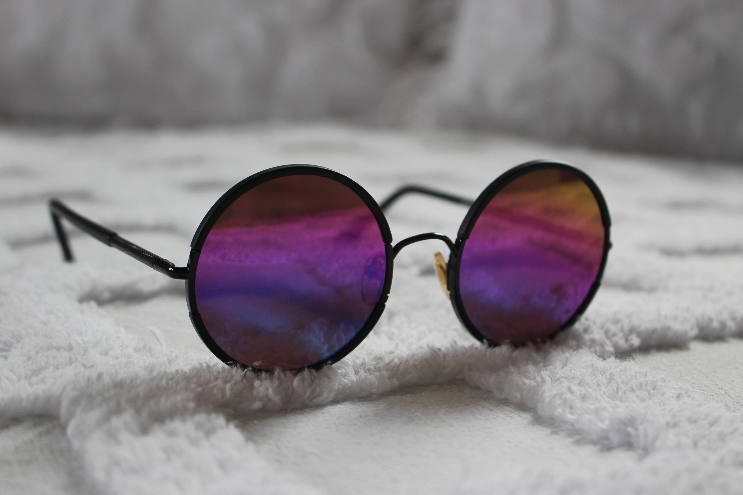 c9844-sunday-somewhere_rainbow_yetti-frames_2.jpg