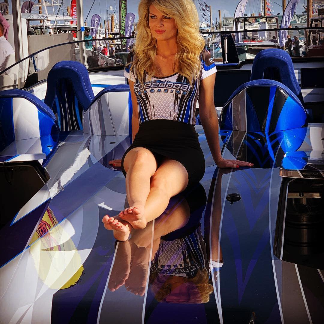 hot girl speedboat.jpg