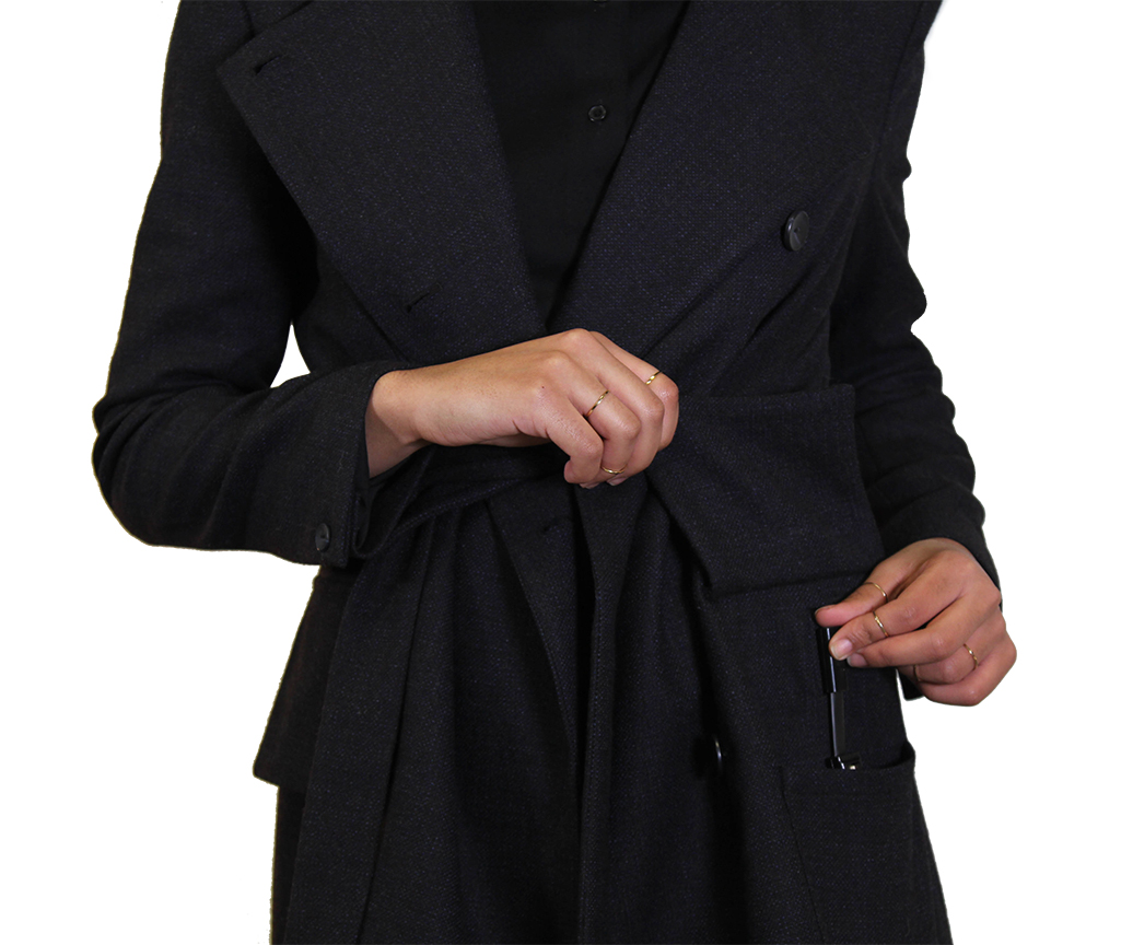 The magnetic connector attaches to the jacket with an easy 'click'. Once it's attached, the jacket is ready to heat.