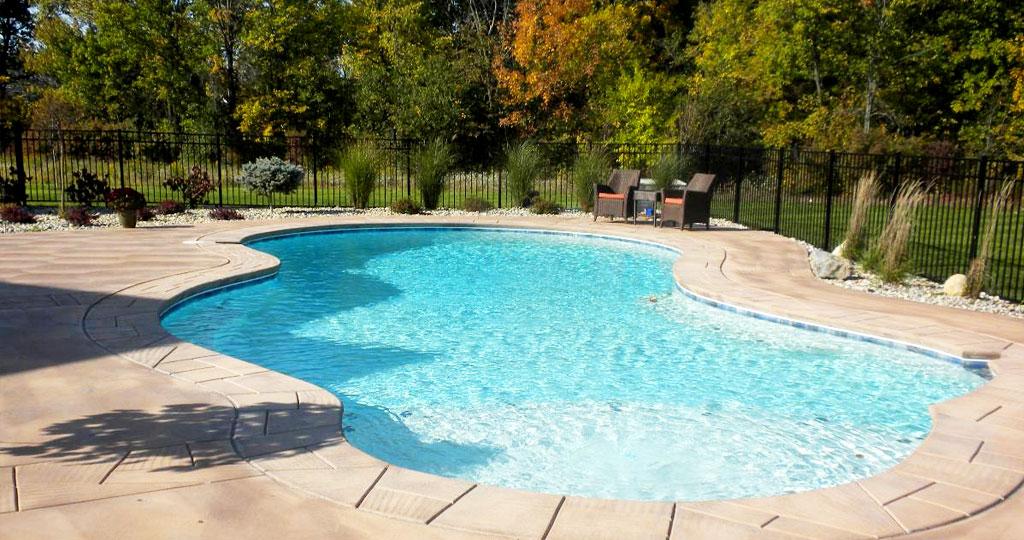 pool-cleaning-company-2.jpg