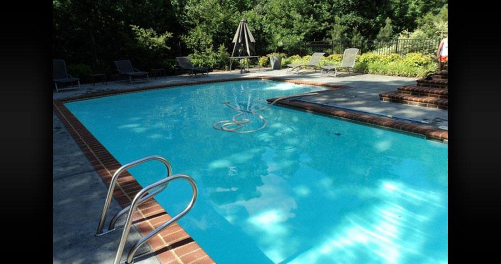 pool-cleaning-company-6.jpg