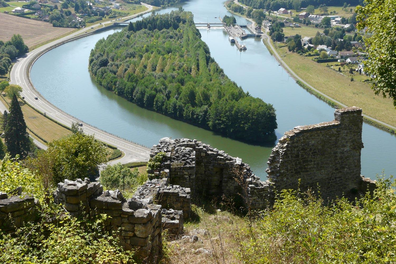 domaine-de-ronchinne-ruines-medievales-de-poilvache.jpg