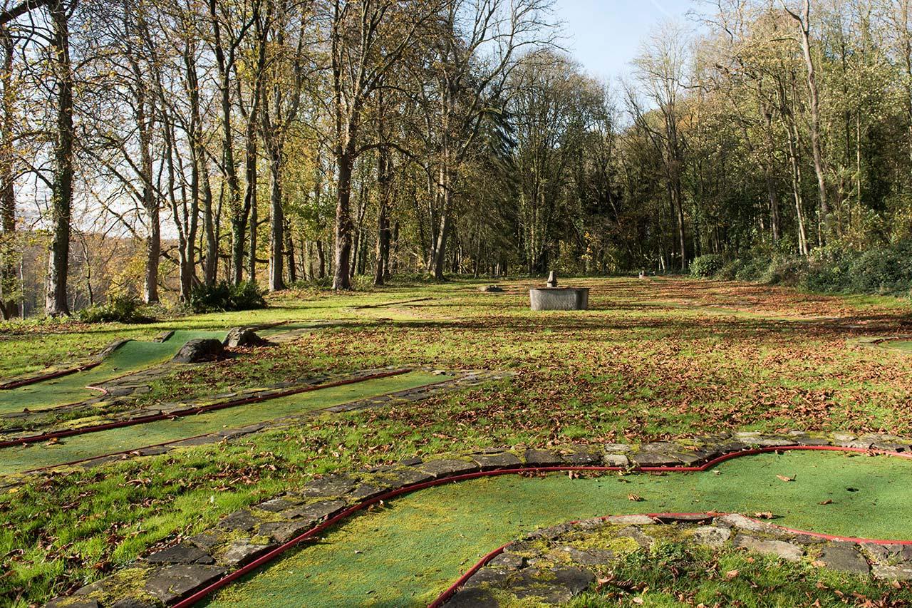 domaine-de-ronchinne-activites-au-domaine-mini-golf.jpg