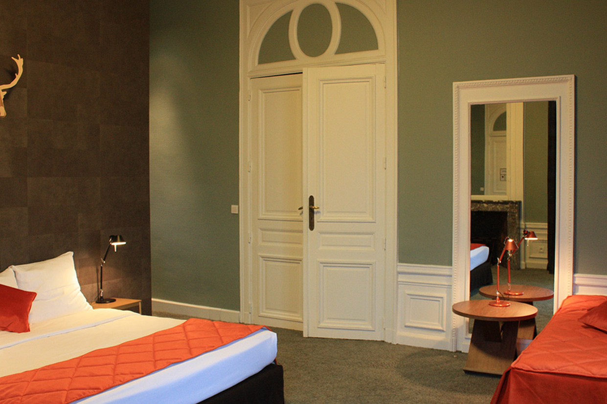 domaine-de-ronchinne-hebergements-chateau-et-ecuries-chambre-triple-02.jpg