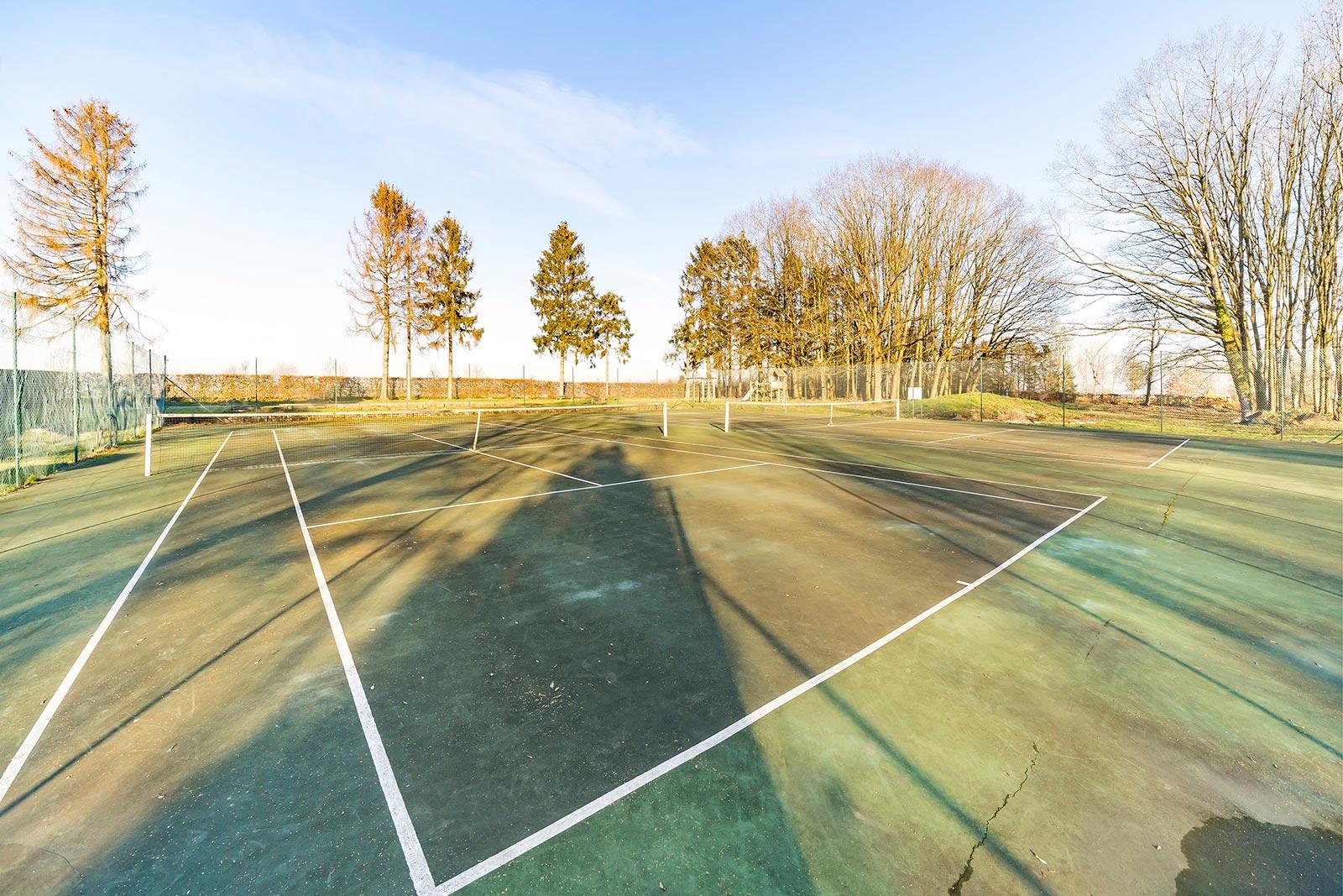 domaine-de-ronchinne-activites-au-domaine-tennis.jpg