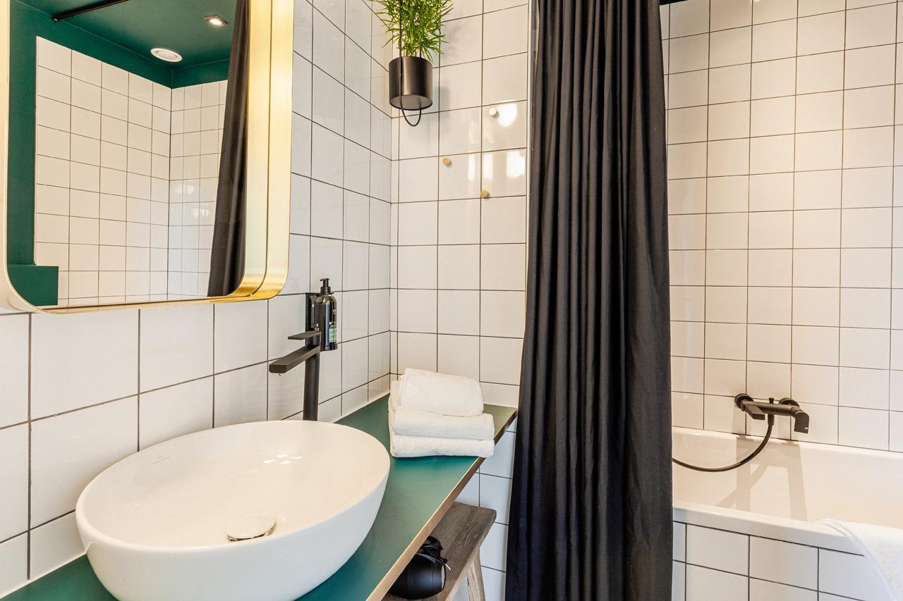 domaine-de-ronchinne-maison-du-jardinier-salle-de-bain-01.jpg