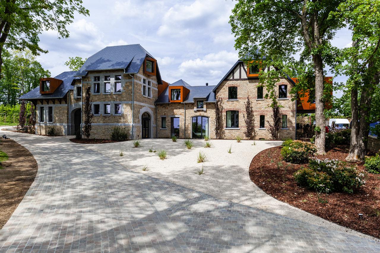 domaine-de-ronchinne-maison-du-jardinier-facade.jpg
