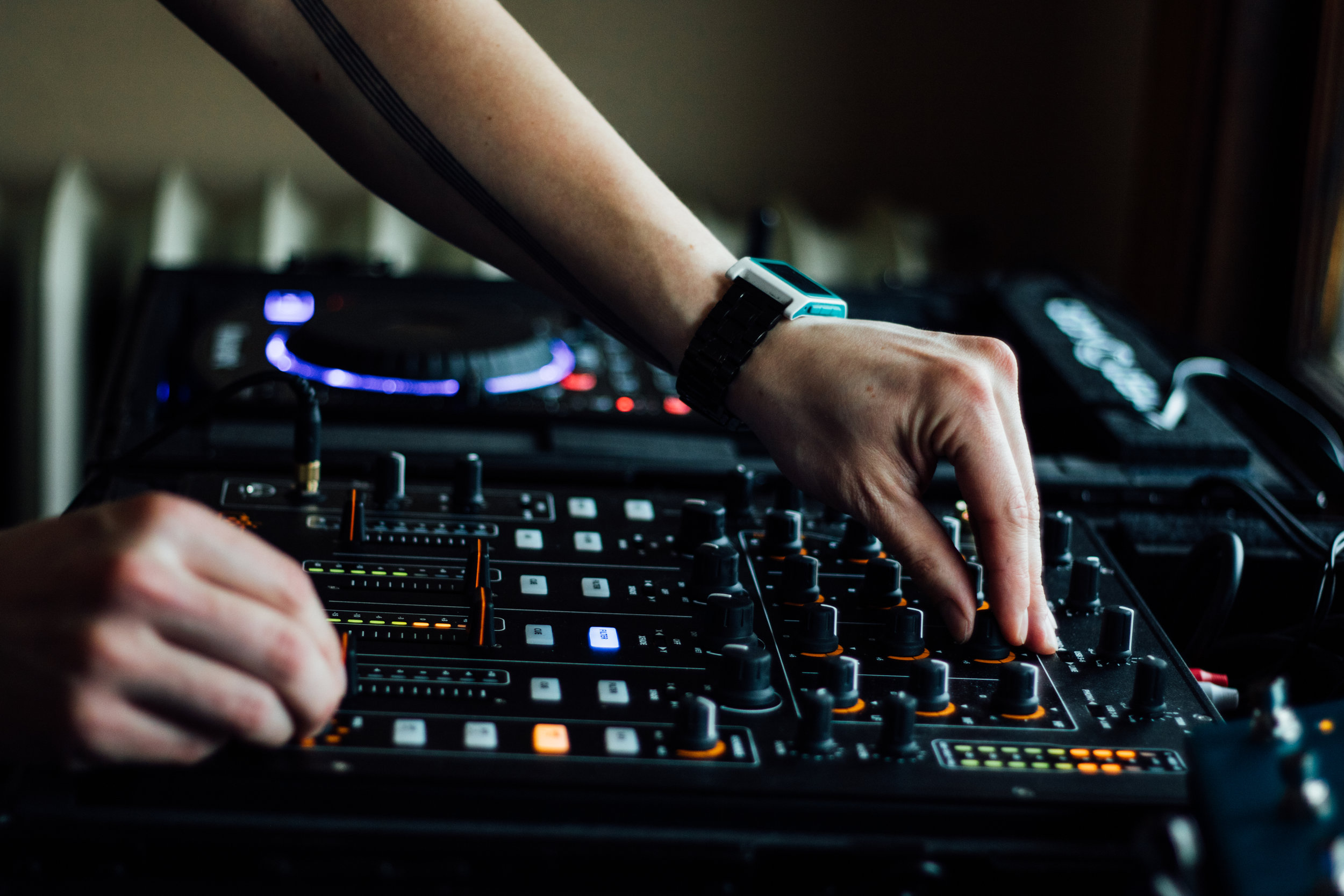 THE BEST AUDIO FOR YOUR BUSINESS EVENT. - Event production and live sound support that s effortless and inspiring.