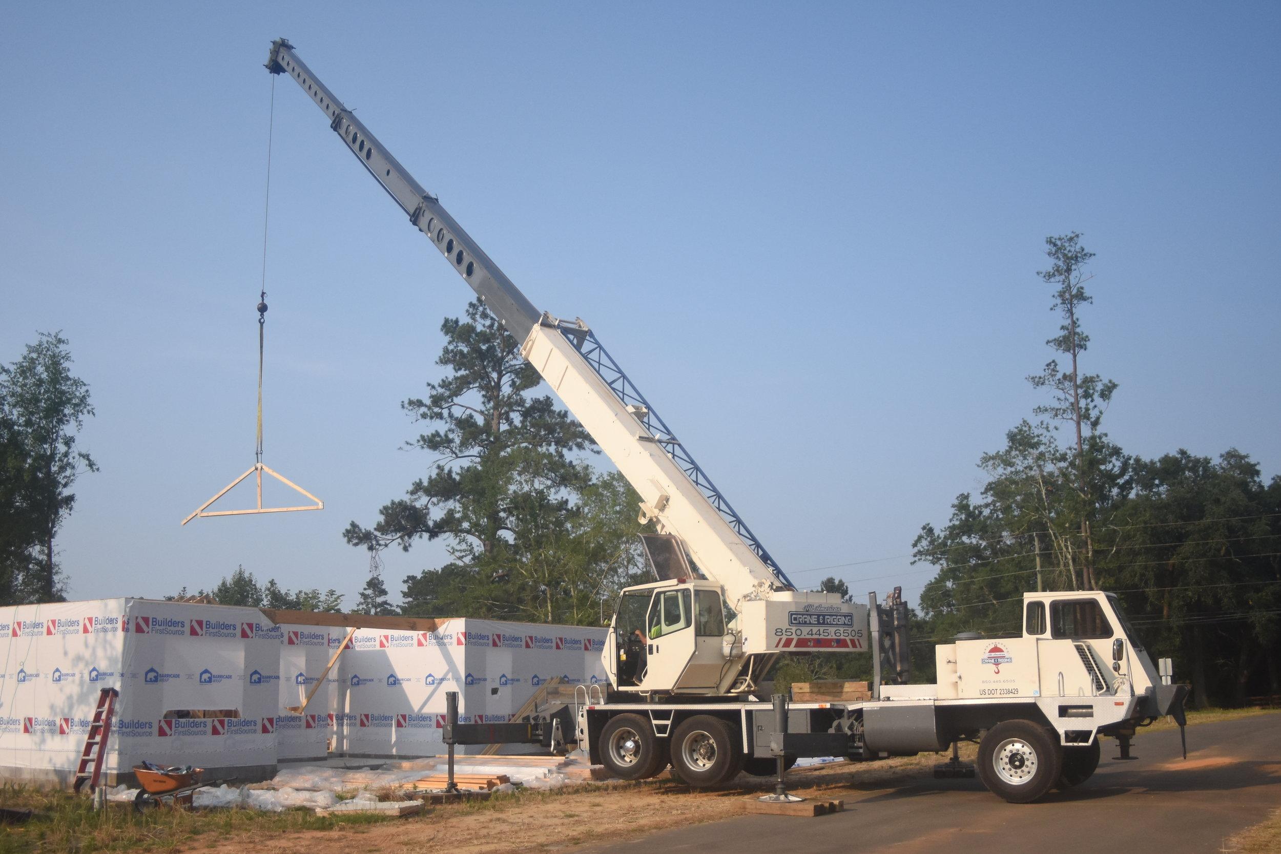 40 ton terex set trusses residential building.JPG